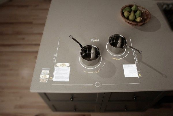 Уникальная модель кухонного острова с индукционной варочной поверхностью и сенсорной панелью управления от Whirlpool
