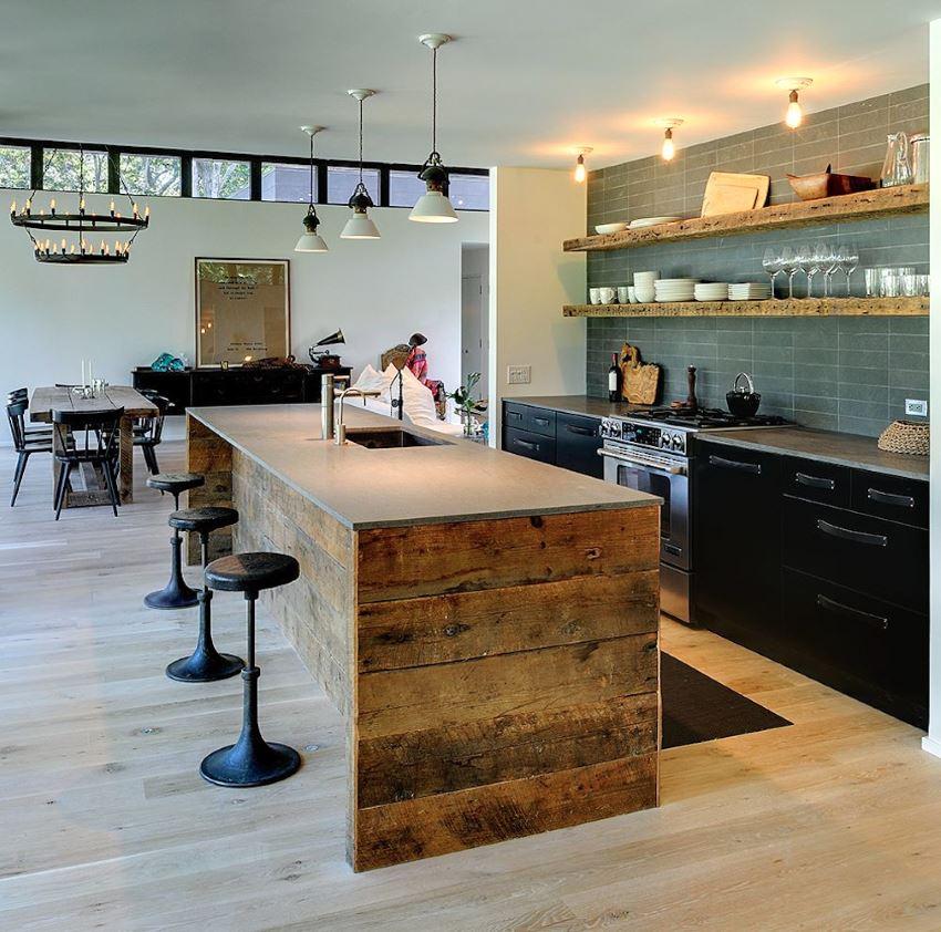 Кухня в стиле лофт с барными стульями