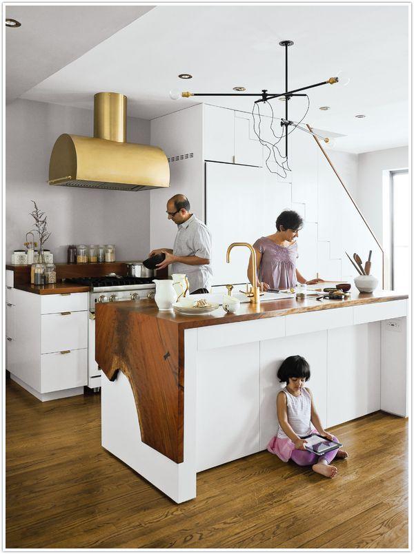 Оригинальный дизайн стола в интерьере кухни