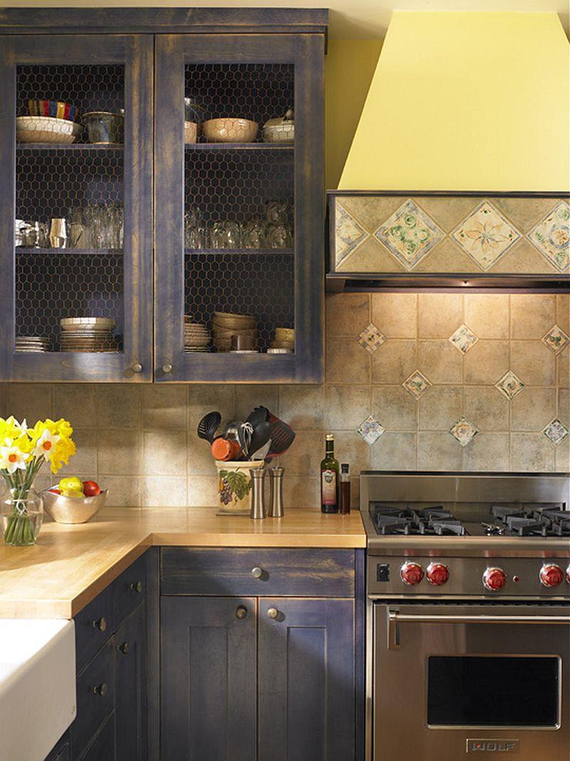 Уютный вариант интерьера кухни - Фото 25