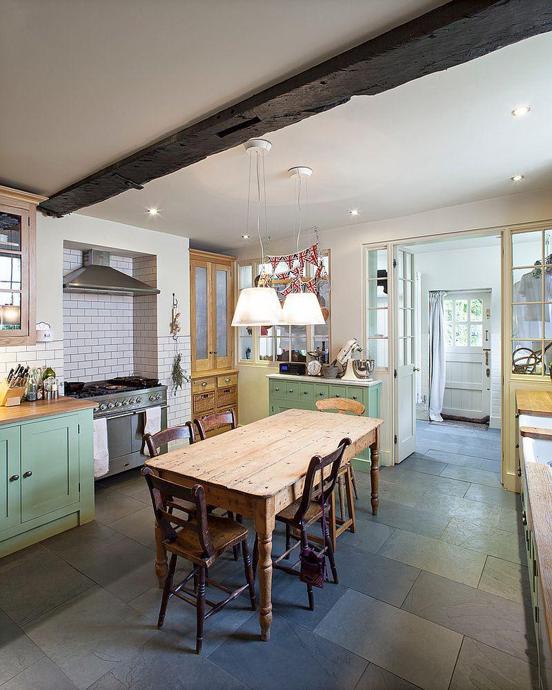 Уютный вариант интерьера кухни - Фото 35