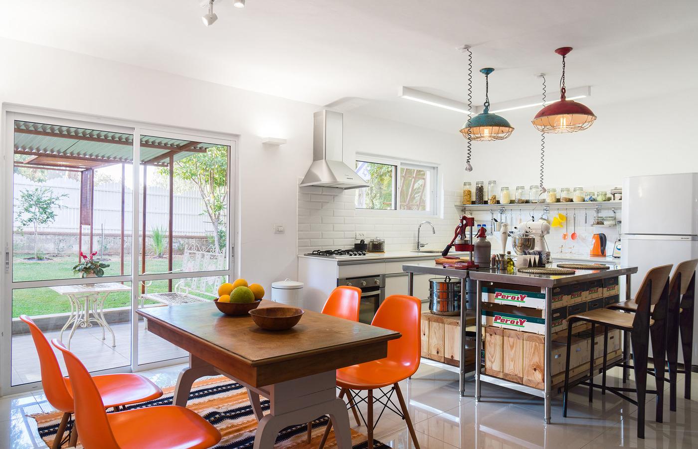 Яркие варианты кухонь в стиле ретро