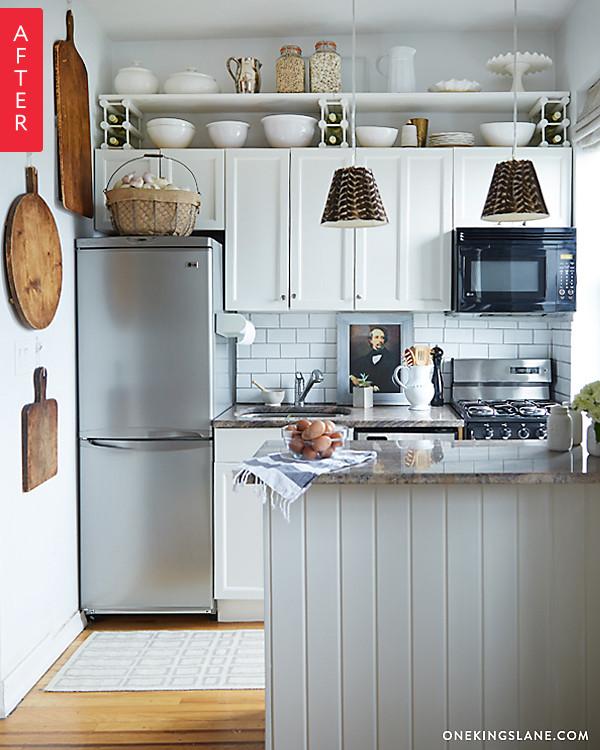 Кухня с деревянной мебелью после ремонта
