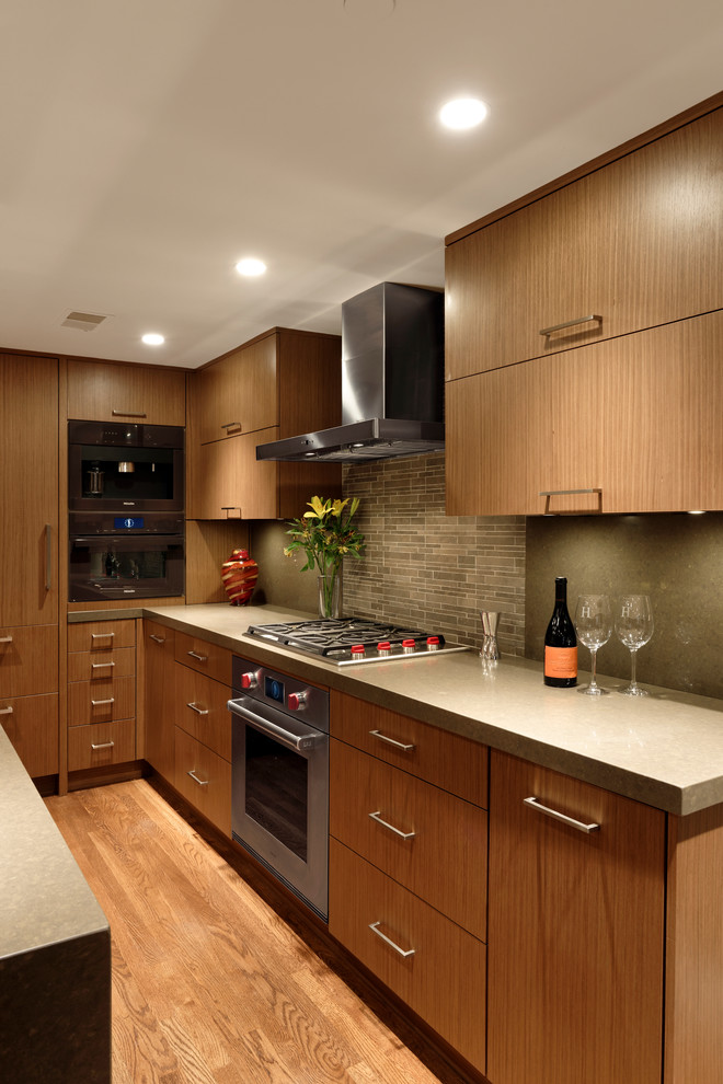 Варианты ремонта кухни: светлый гарнитур в интерьере