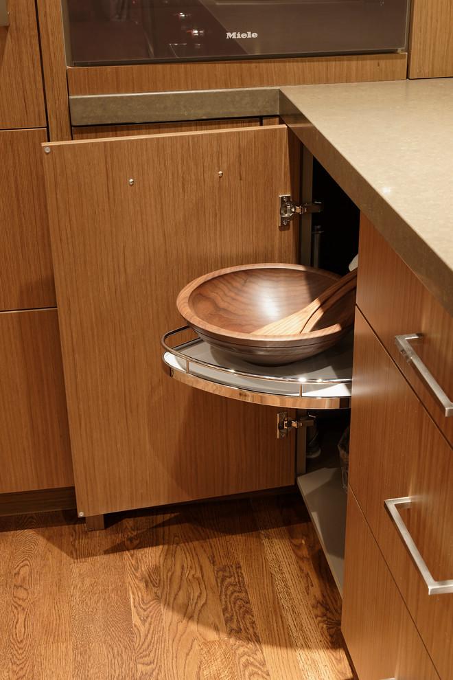 Варианты ремонта кухни: встроенные полки