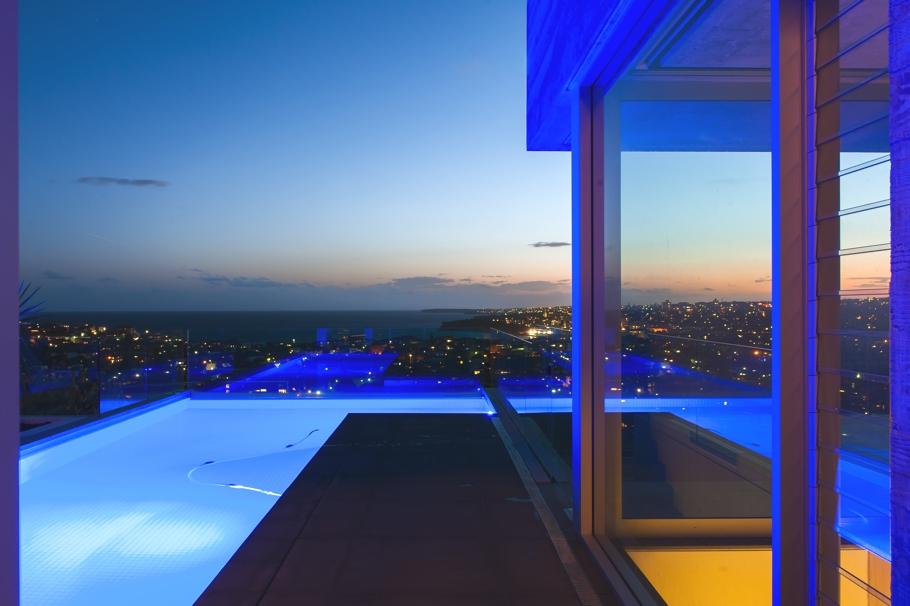 Красивый бассейн особняка от Sydney-based design studio