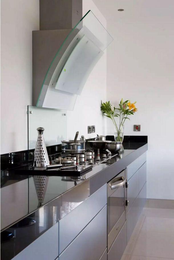 Виды кухонных вытяжек со своей системой воздуховода - фото 1