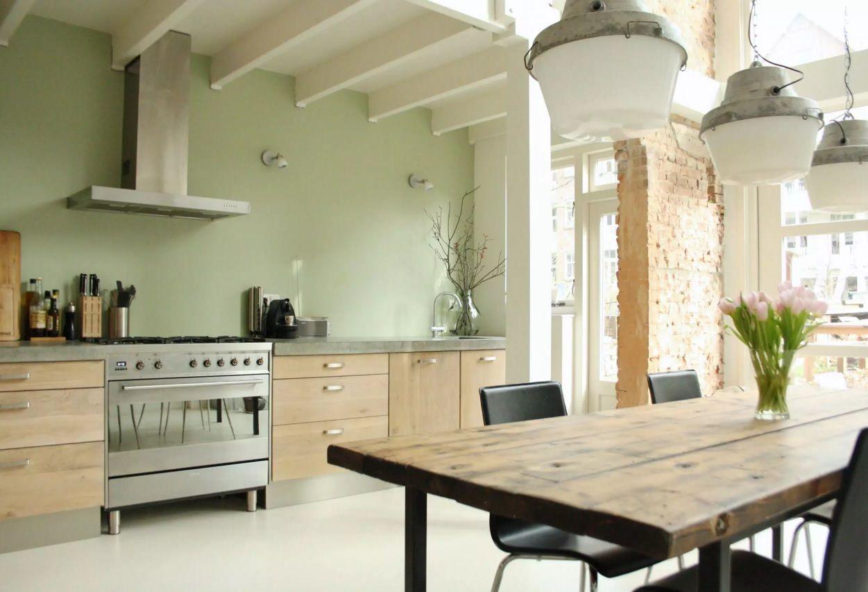Виды кухонных вытяжек со своей системой воздуховода - фото 3