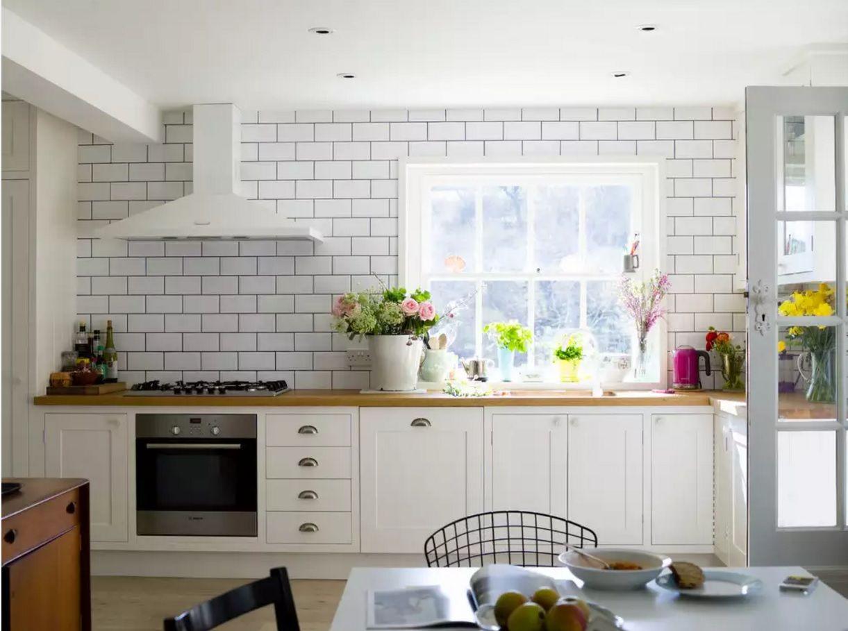 Виды кухонных вытяжек: Т-образная модель