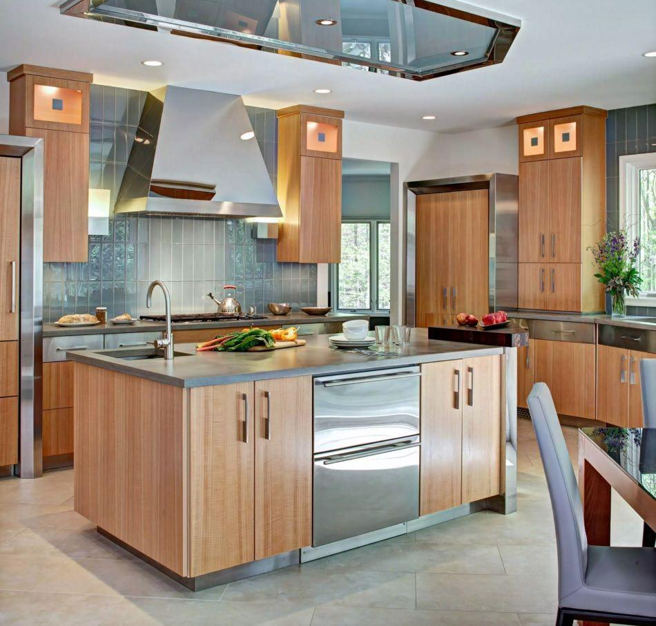 Виды кухонных вытяжек: должны быть не меньшего размера, чем плита
