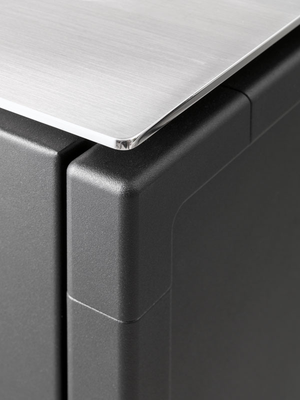 Модульная кухня из нержавеющей стали от Vipp: аккуратная столешница