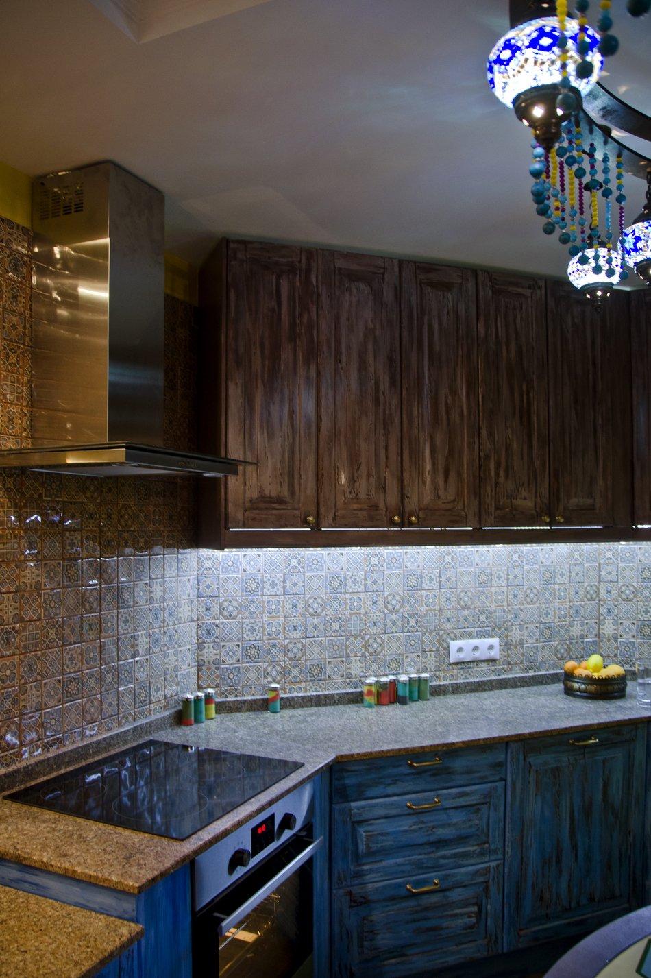 Мраморная рабочая поверхность на кухне в восточном стиле