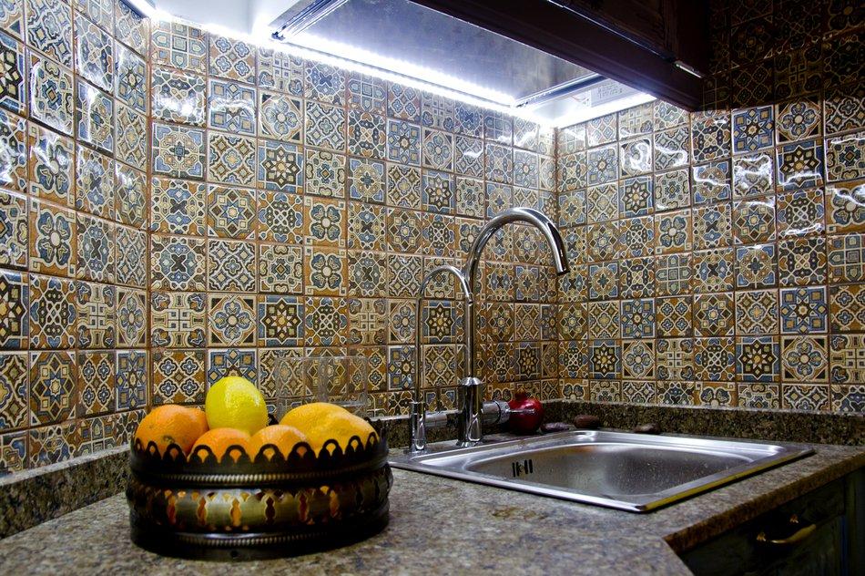 Кухонный фартук кухни в мавританском стиле