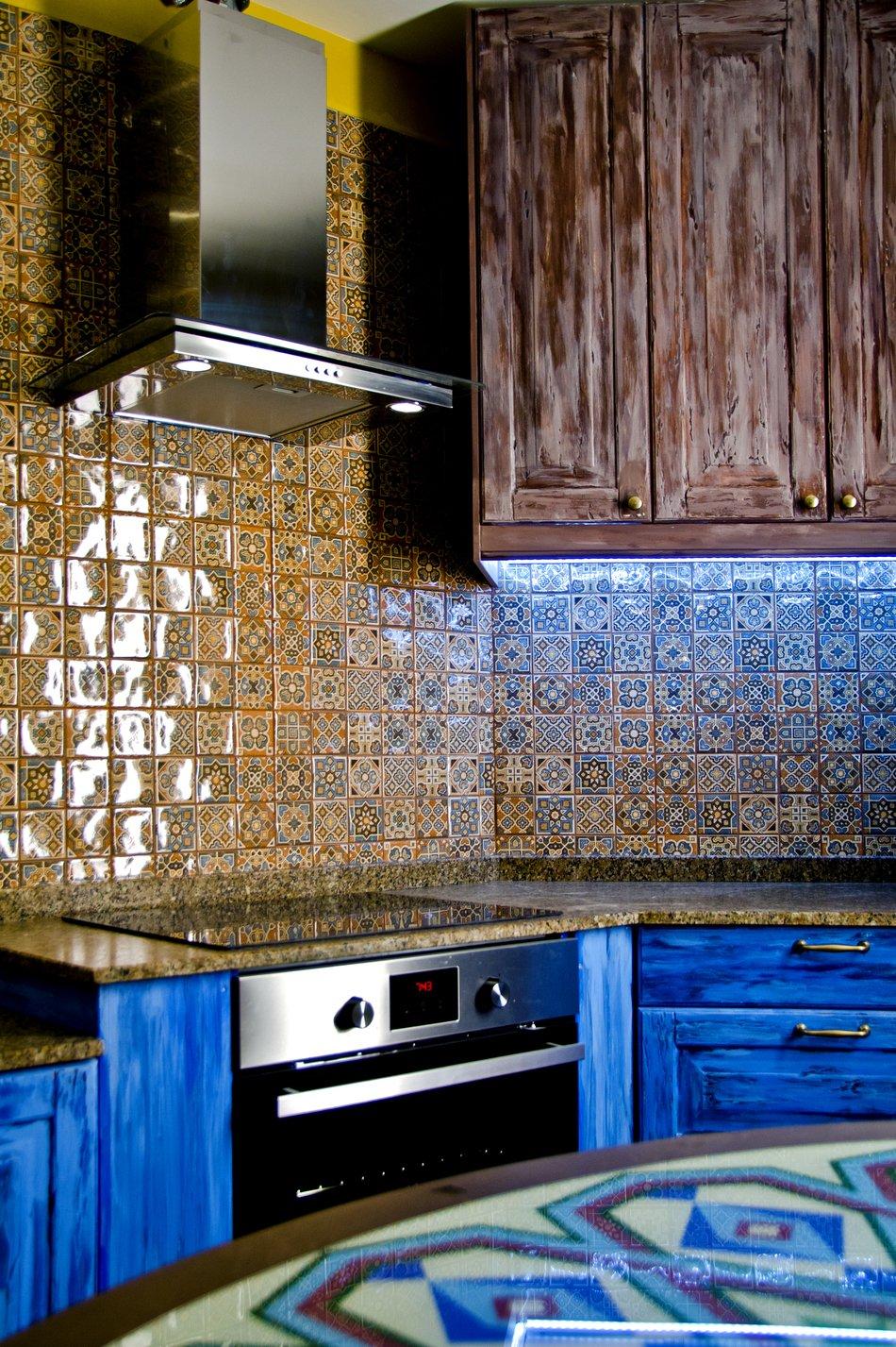 Кухонный фартук с орнаментом в восточном стиле