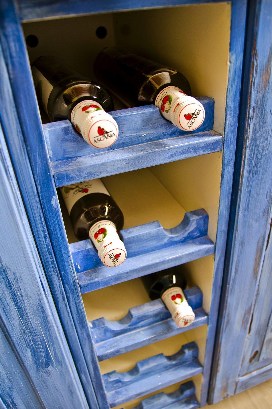 Полки для хранения вина