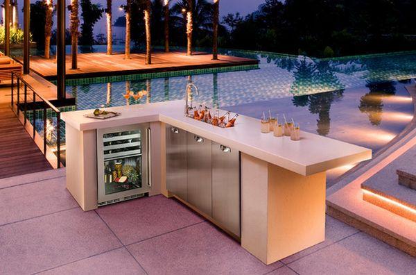 Конструкция дверки холодильника имеет стеклянное заполнение