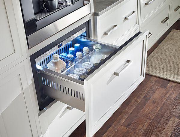Высота ящика позволяет хранить бутылки с молоком