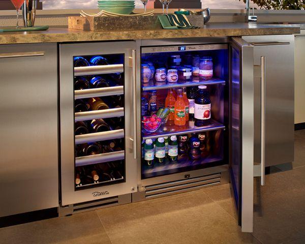 Холодильники могут быть оснащены полками для винных бутылок