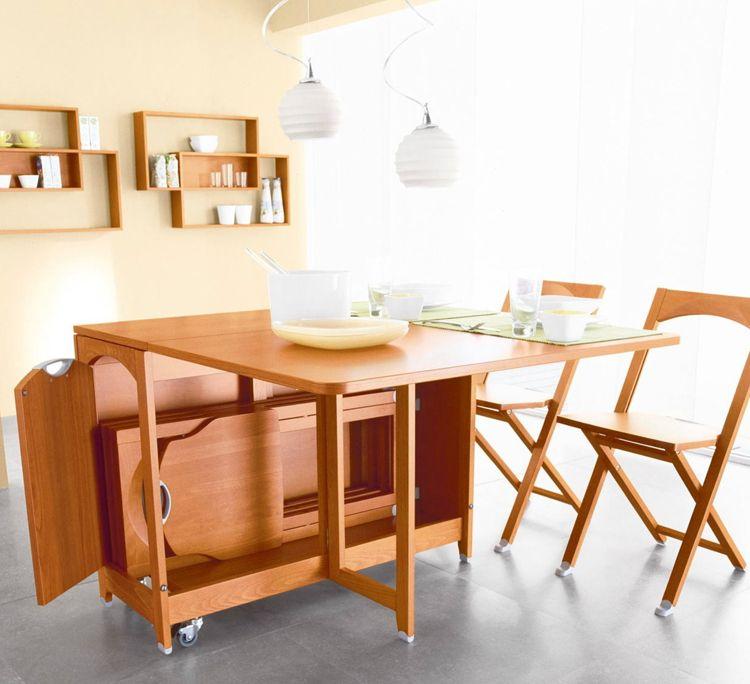 Стол-трансформер и складные стулья для кухни компактного размера