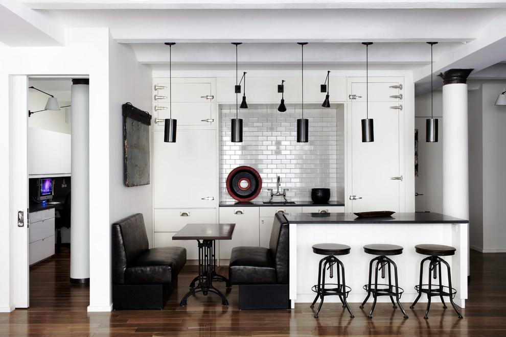 Обеденная зона на стильной кухне