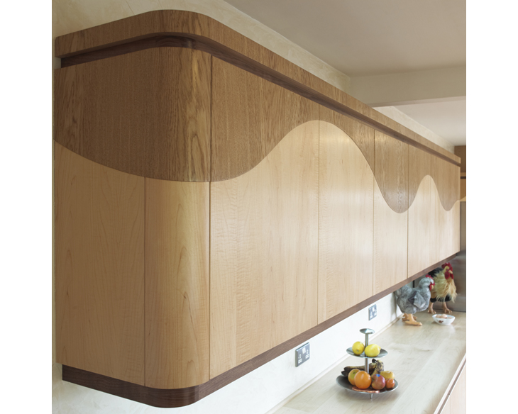Оригинальный дизайн интерьера кухни Wave из натурального дерева