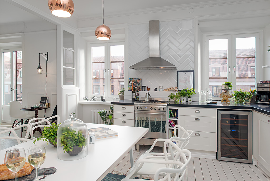 Дизайн интерьера белоснежной кухни в скандинавском стиле