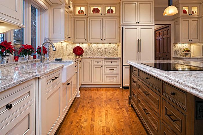 Углубление для ног на нижних кухонных шкафах