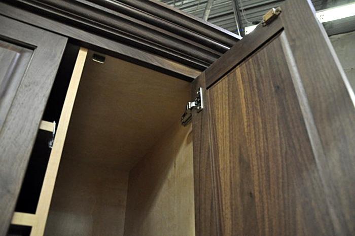 Петли и магниты для дверок на шкафу – плавное закрытие