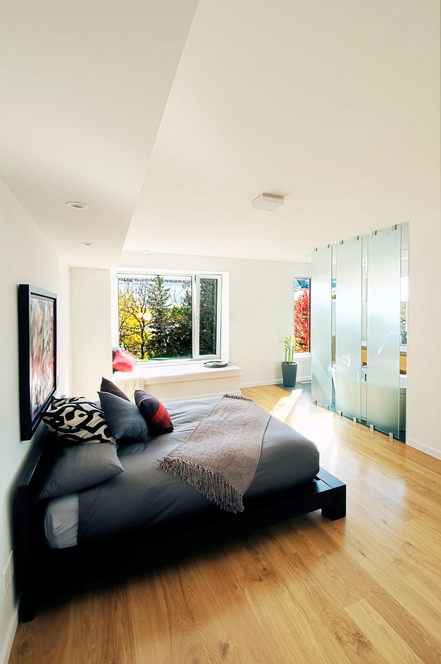 Стильная дизайнерская мебель в интерьере спальни