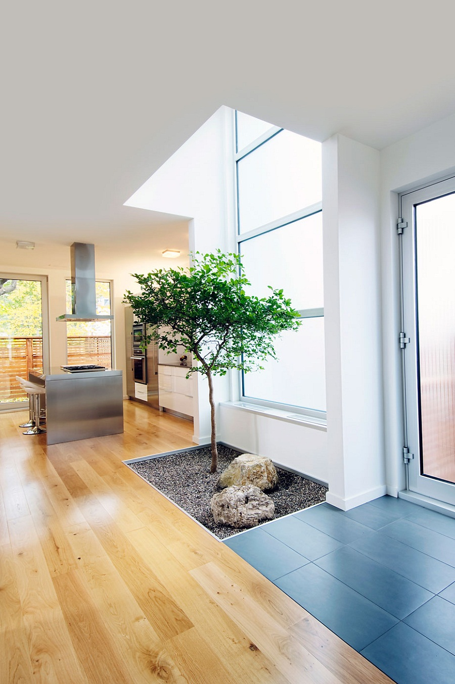 Небольшой зимний сад в интерьере от Line Box Studio