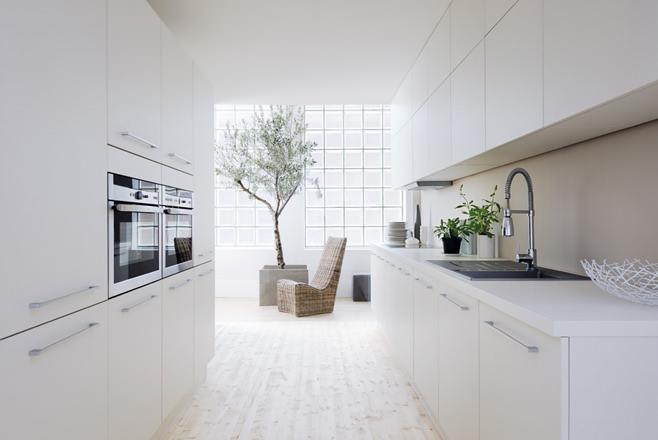Элегантная кухня в белом цвете