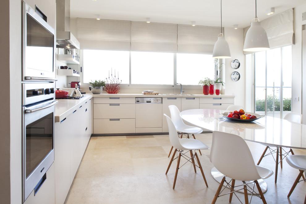 Потрясающий дизайн интерьера кухни в белой гамме от Aviad Bar-Ness