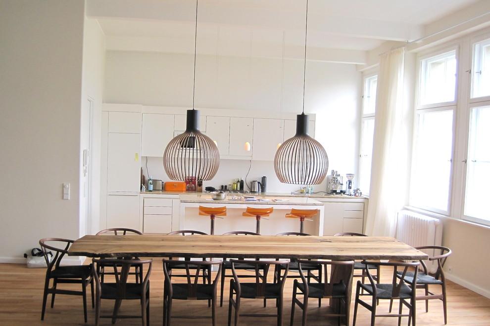 Потрясающий дизайн интерьера кухни в белой гамме от Laux Interiors Berlin