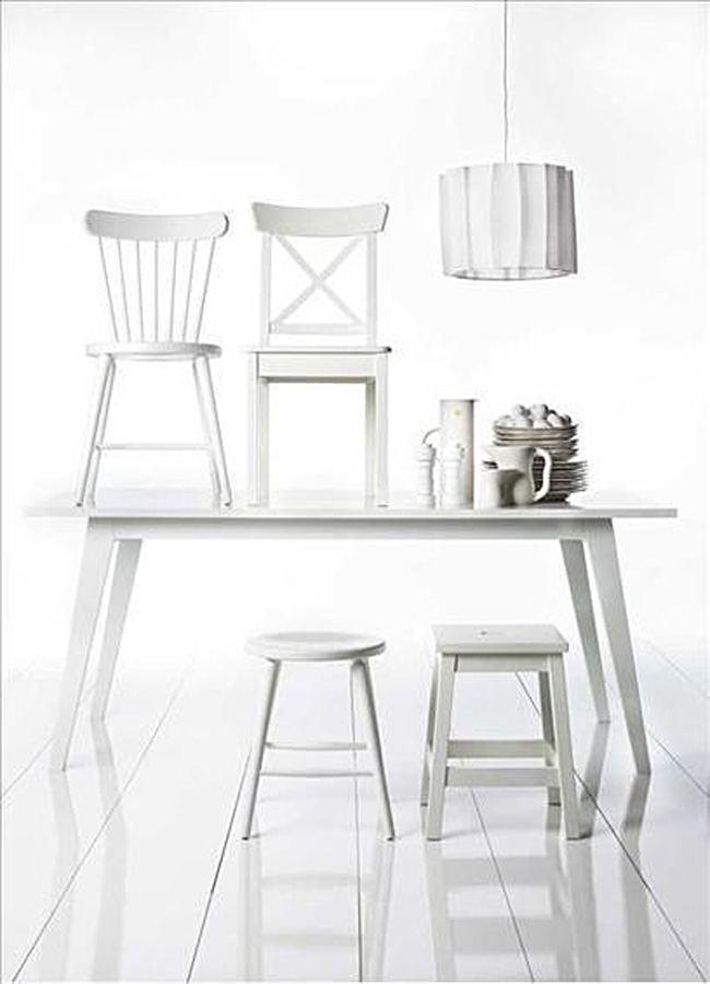 Винтажные предметы кухонной мебели цвета молока
