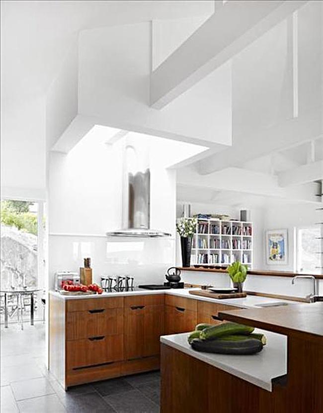 Оригинальный дизайн интерьера кухни в белой гамме