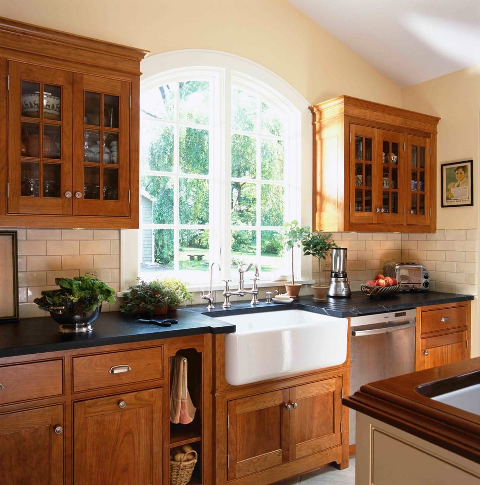 думаете, угловые кухни в частном доме фото гардеробе мужчины