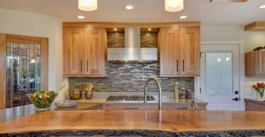 Дизайн кухонной столешницы из натурального дерева от RemodelWest