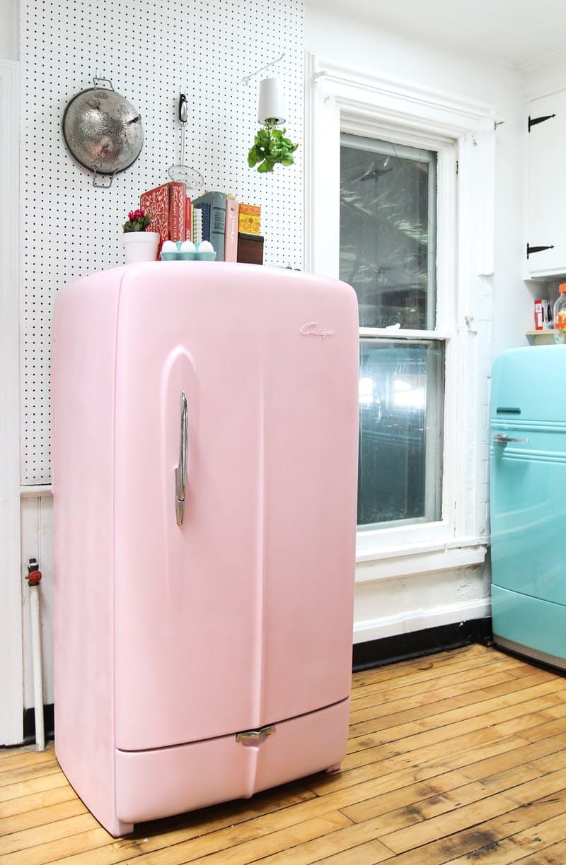 Яркий холодильник. И полюбоваться не грех!