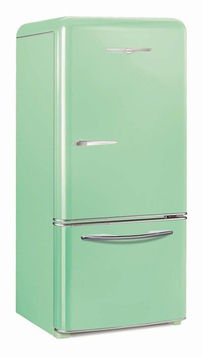 Яркий холодильник мятного цвета