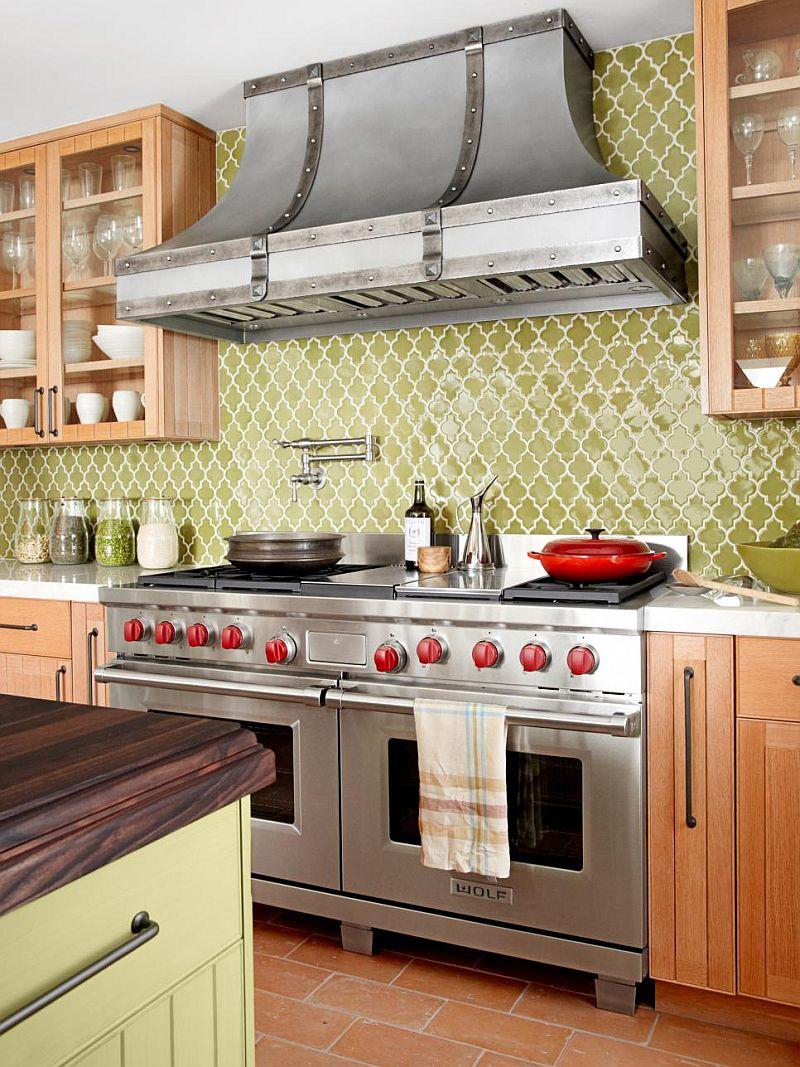 Яркие цвета в интерьере кухни - Фото 18