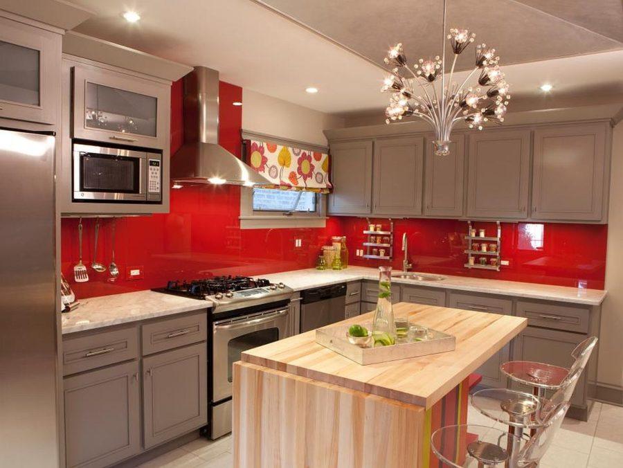 Яркие цвета в интерьере кухни - Фото 26