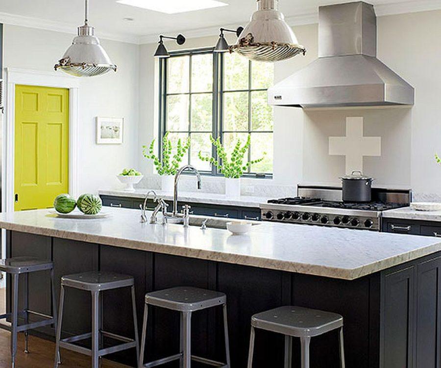 Яркие цвета в интерьере кухни - Фото 28