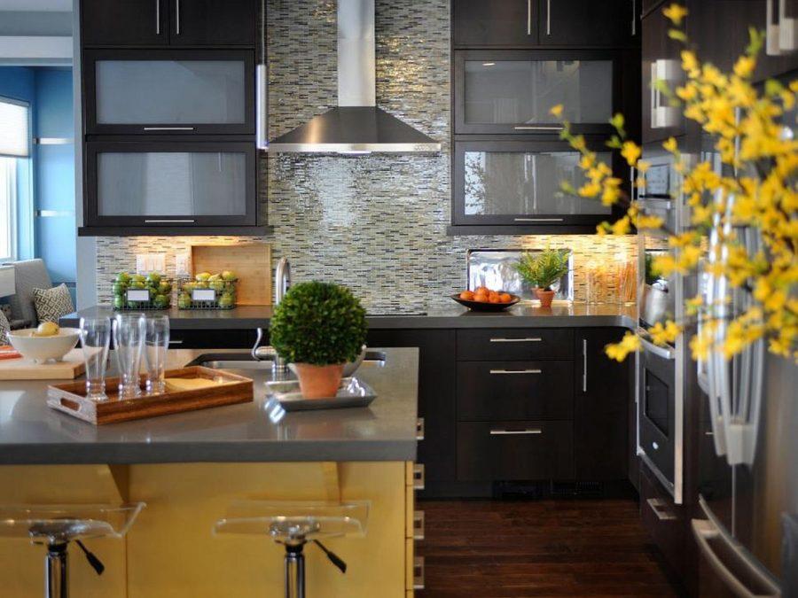Яркие цвета в интерьере кухни - Фото 29