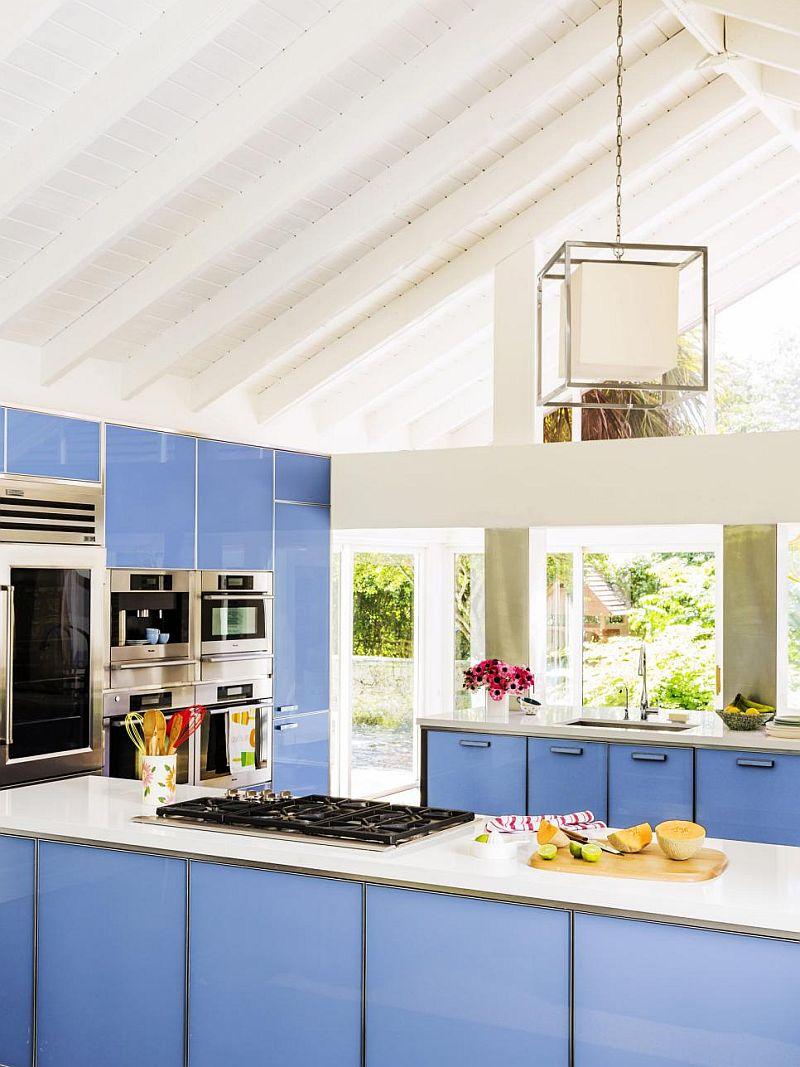 Яркие цвета в интерьере кухни - Фото 31