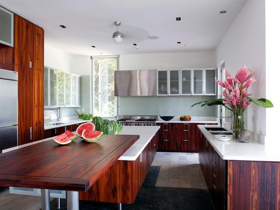 Яркие цвета в интерьере кухни - Фото 33