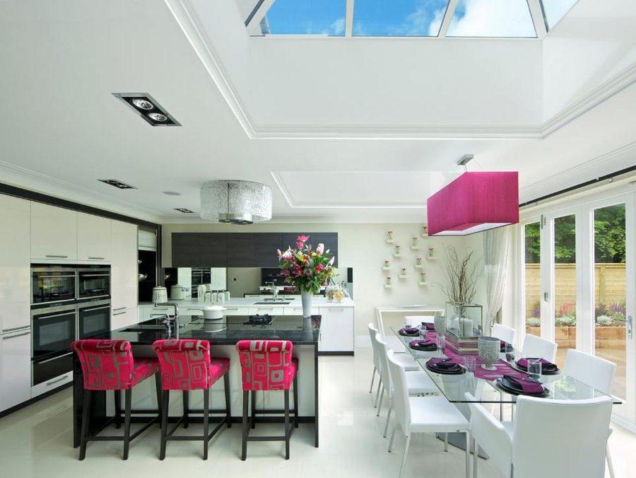 Яркие цвета в интерьере кухни - Фото 34