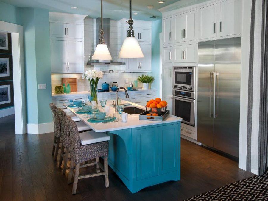 Яркие цвета в интерьере кухни - Фото 35