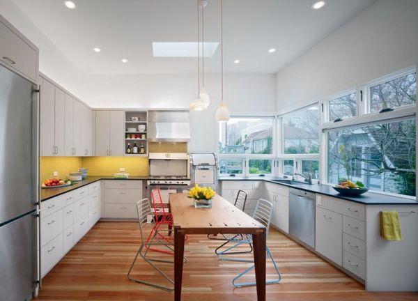 Дизайн интерьера кухни со столовой зоной