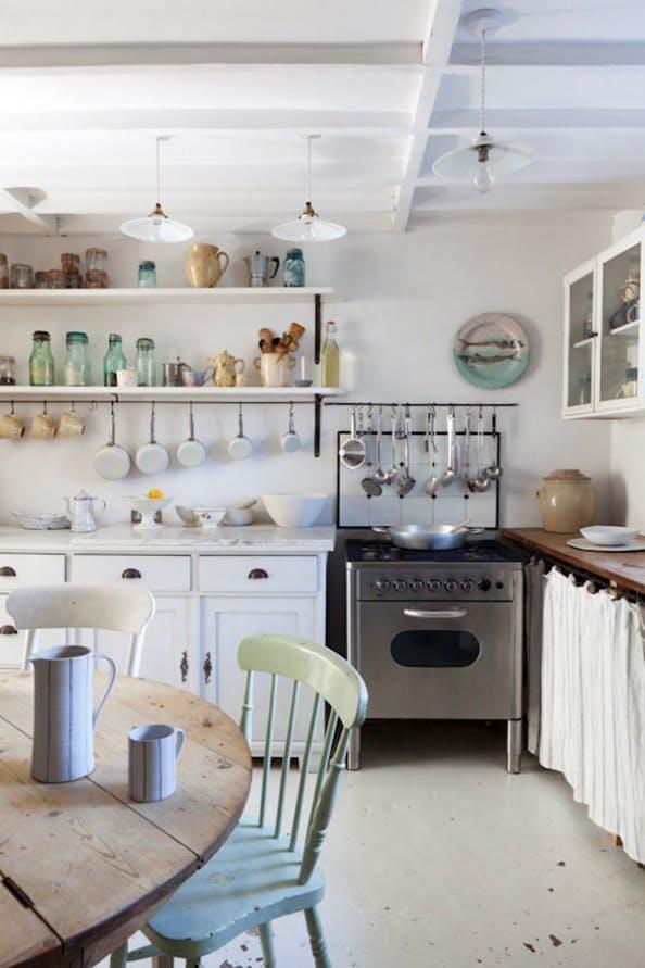 Занавески кухонных шкафов: морской бриз бирюзового цвета вот-вот надует ткань, как парус
