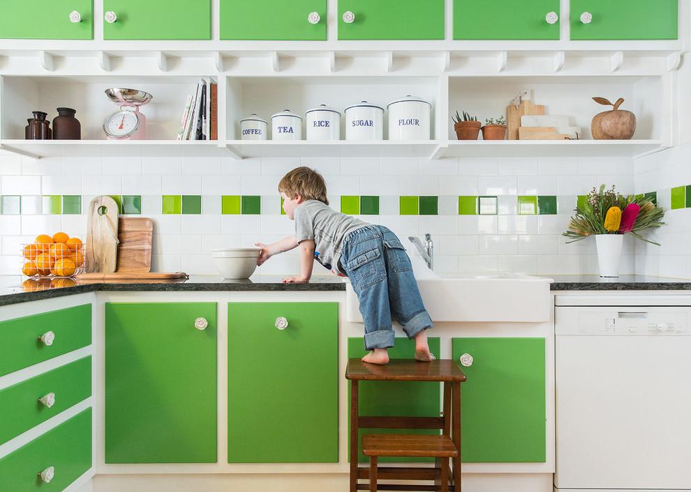 Яркий зелёный цвет в интерьере кухни